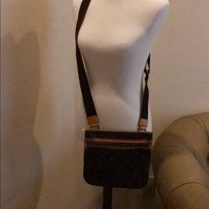 Beautiful cross body authentic louie bag.